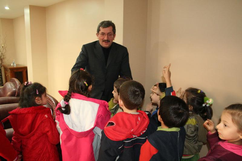 Atatürk İlköğretim Okulu Öğrencilerinin Rafet VERGİLİ´ye Ziyareti