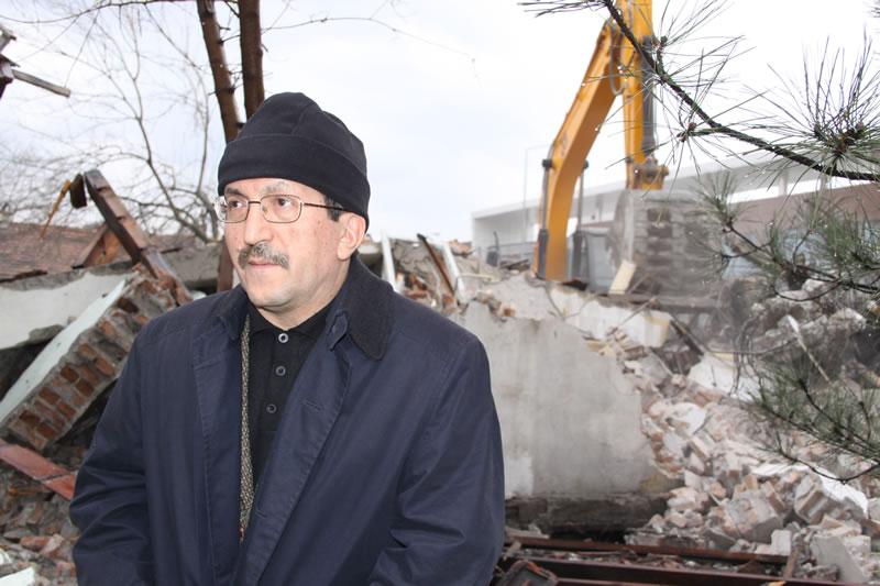 Kent Meydanı Projesi İçin 100 Evler'de Yıkım Çalışmaları Başladı