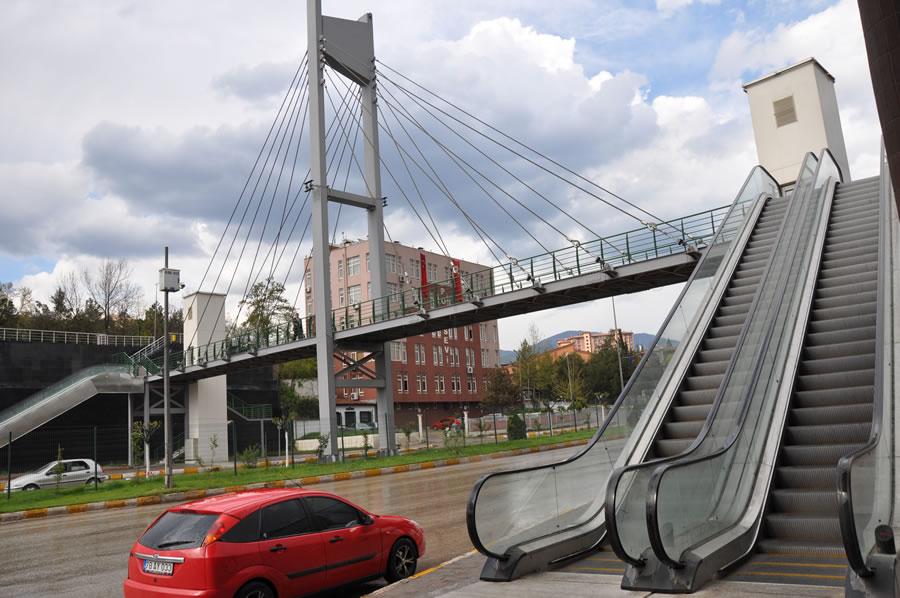 Şehirlerarası Otobüs Terminali Yürüyen Merdivenli Üst Geçit