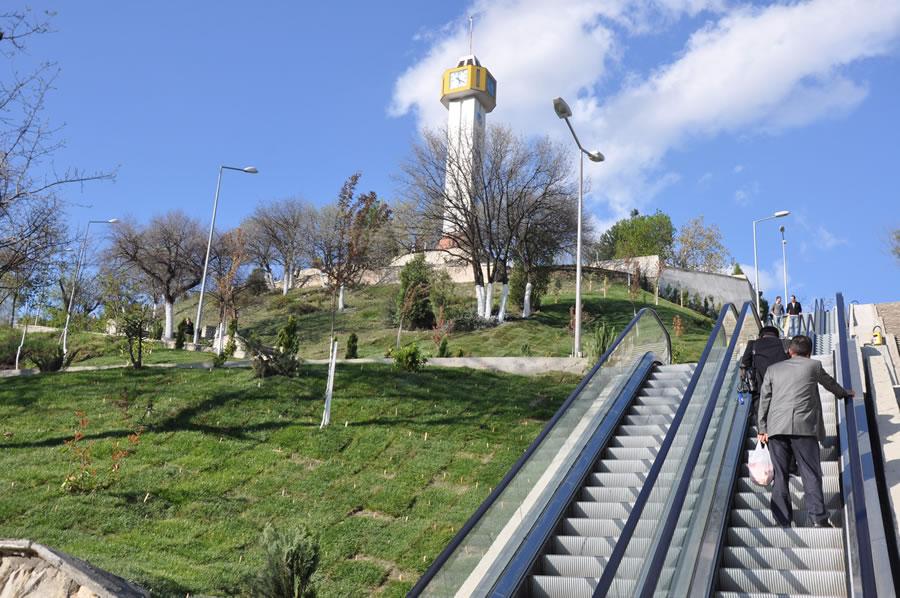 Yürüyen Merdivenler (Yenişehir)