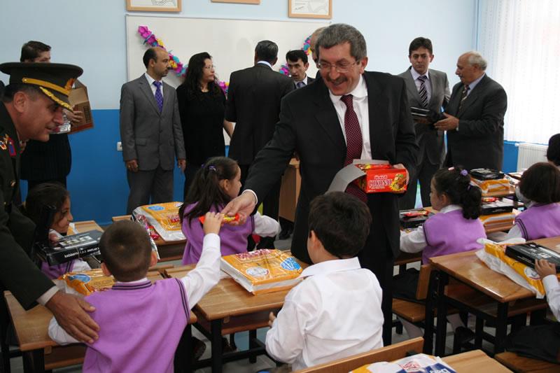 Başkan Vergili Minikleri Sınıflarında Ziyaret Etti