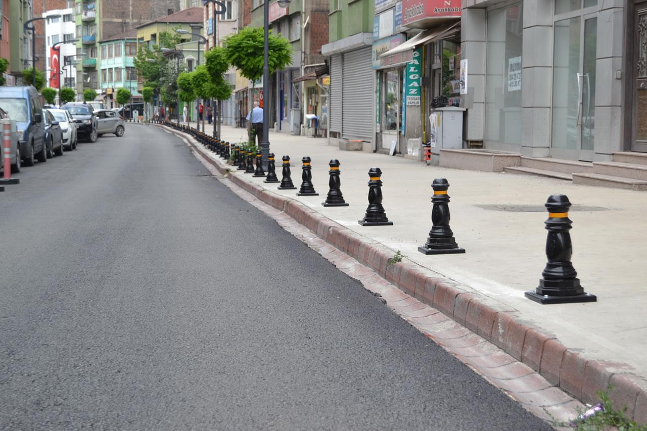 Gazipaşa ve Fevzi Fırat Caddesinde Kaldırım İşgaline Dubalı Çözüm