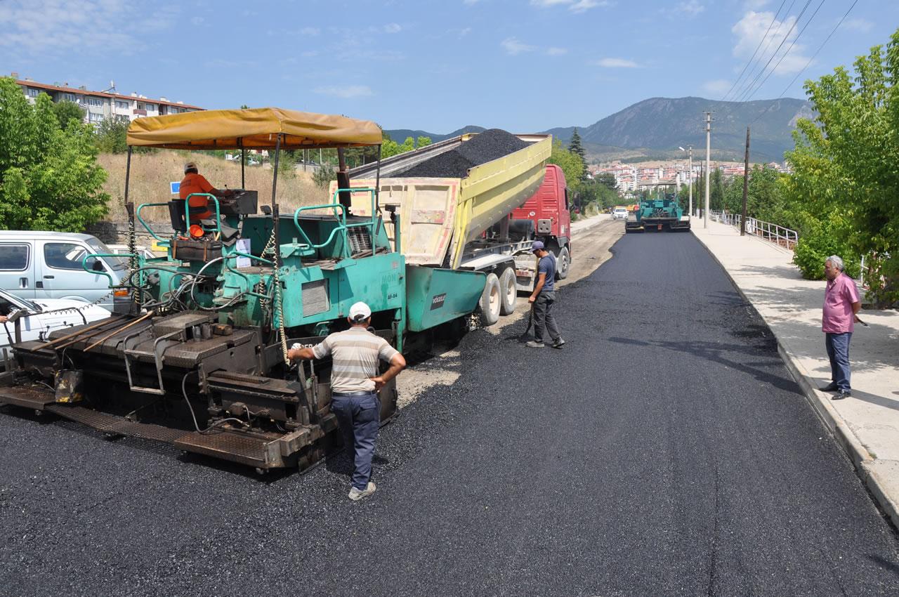 Karabük Belediyesi Asfaltlama Çalışmalarını Sürdürüyor