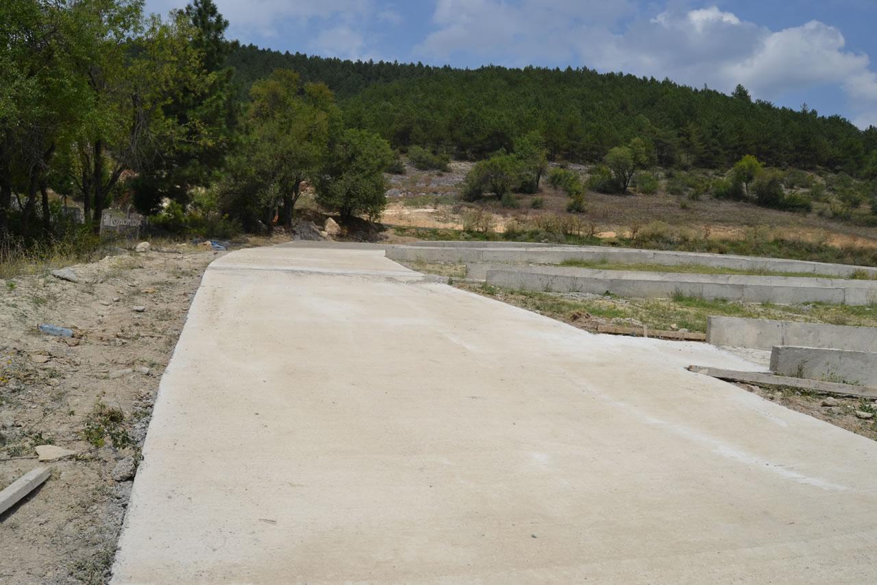 Kapullu Mahallesi Mezarlığında Beton Yol Çalışması