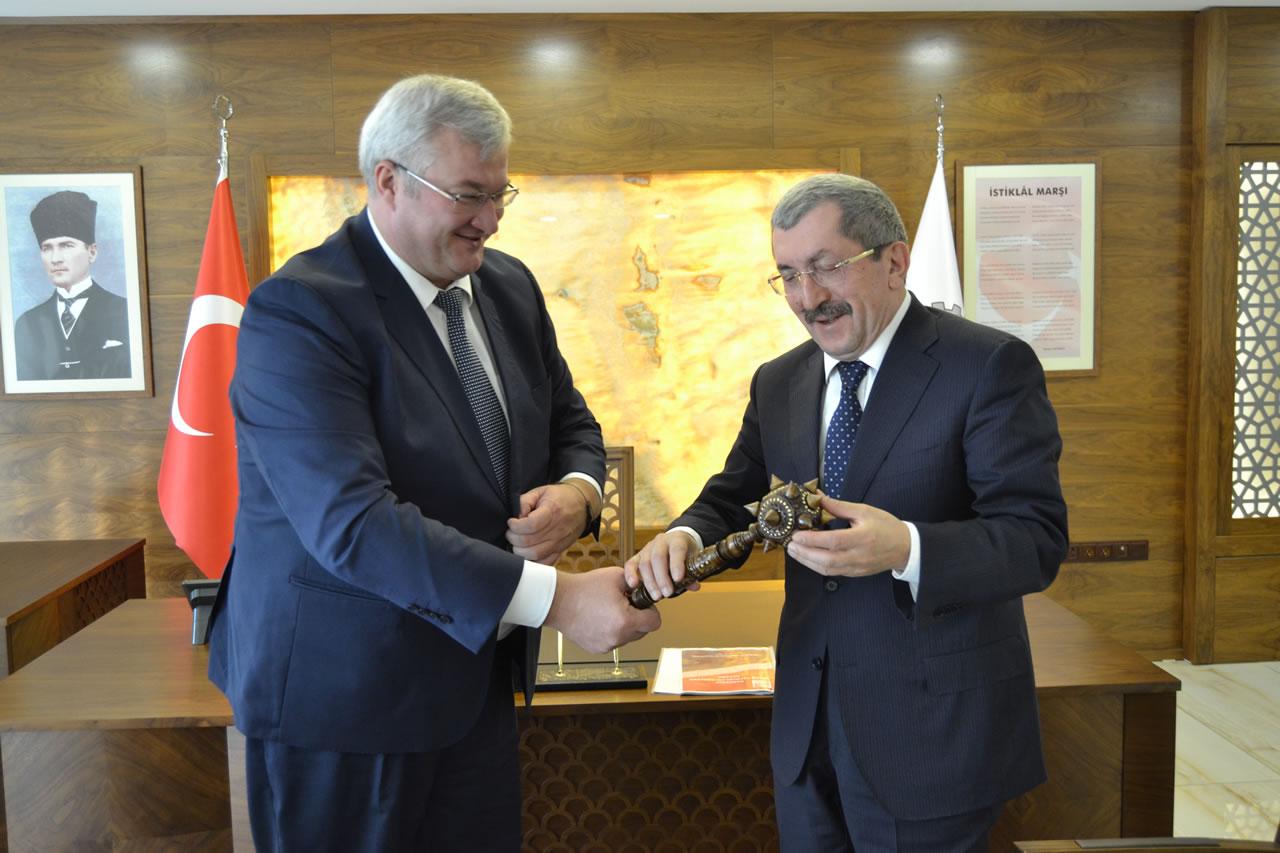 Ukrayna Büyükelçisi Sybıha'dan, Başkan Vergili´ye Ziyaret