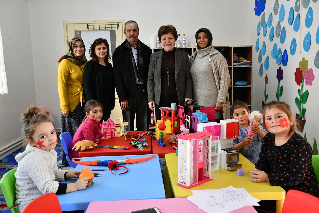 Karabük Belediyesi, Kreş Öğrencilerine Oyuncak Hediye Etti