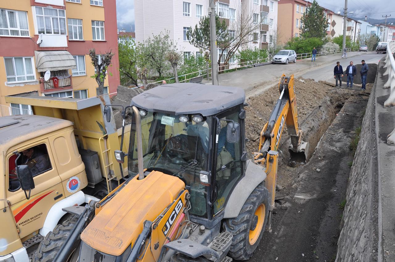 Karabük'te İçme Suyu İsale Hattında Ömrünü Tamamlayan Borular Değiştiriliyor