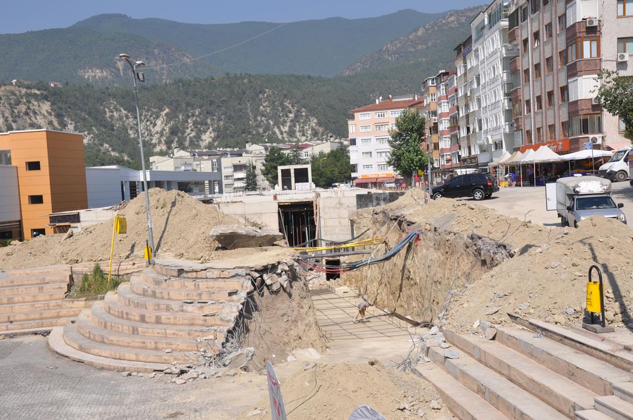 Şirinevler Mahallesi Katlı Otopark ve Pazar Yeri Projesinin Yaya Alt Geçit İnşaatına Başlandı