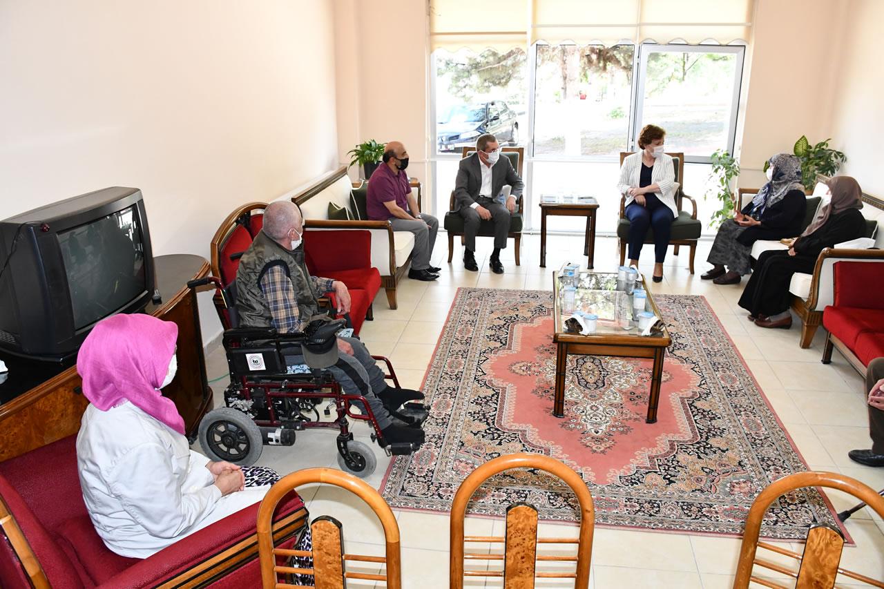 Başkan Vergili'den Yaşlı Bakım ve Dinlenme Merkezi'ndeki Yaşlılara Ziyaret