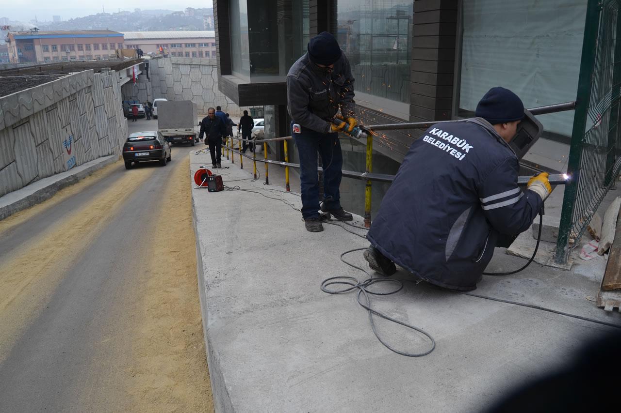 Karabük Belediyesinden Korkuluk Çalışması