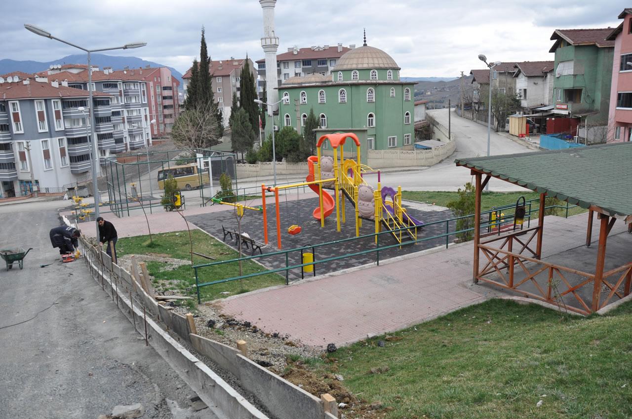 Karabük Belediyesi Çocuk Oyun Parkları Çalışmalarına Devam Ediyor