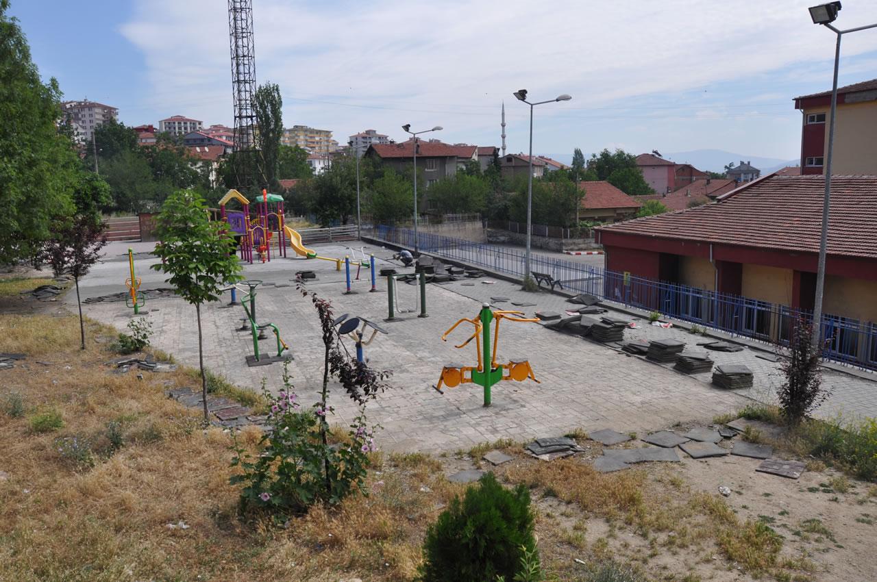 Çocuk Parkları Artıyor, Eskileri Bakıma Alınıyor