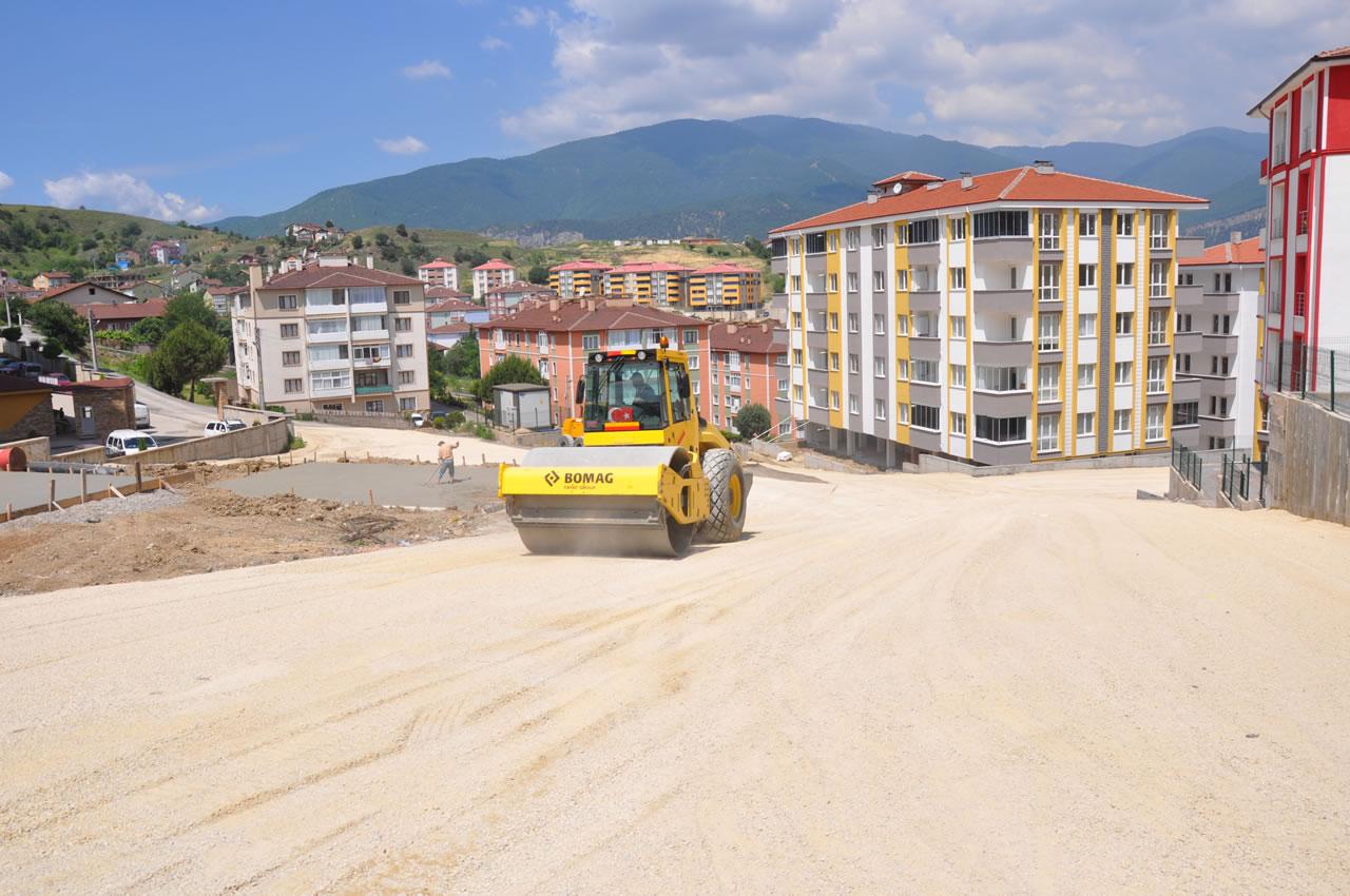 Aydınlıkevler Mahallesindeki Yeni Yerleşim Alanlarına Yeni Yollar Kazandırılıyor