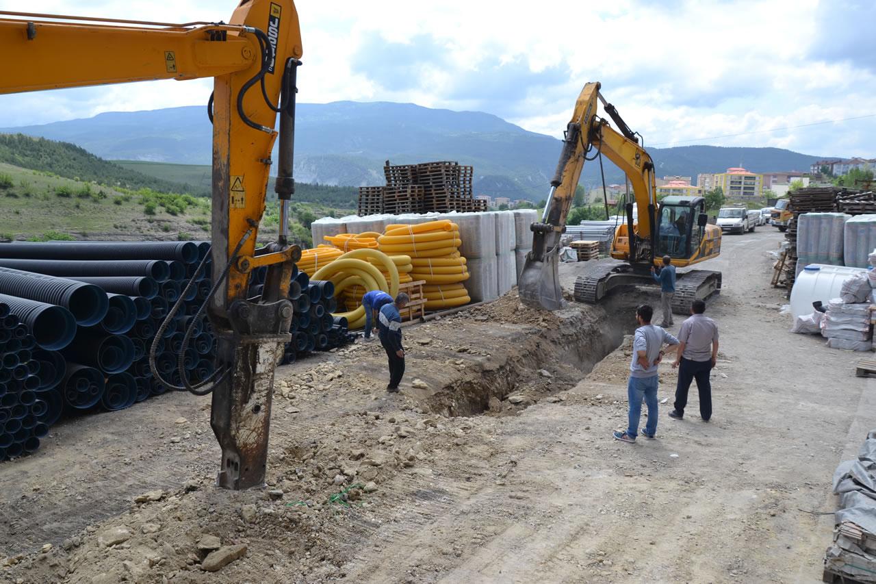 Karabük Belediyesi Yeni Yerlesim Yerlerine Kanalizasyon Hattı Döşüyor
