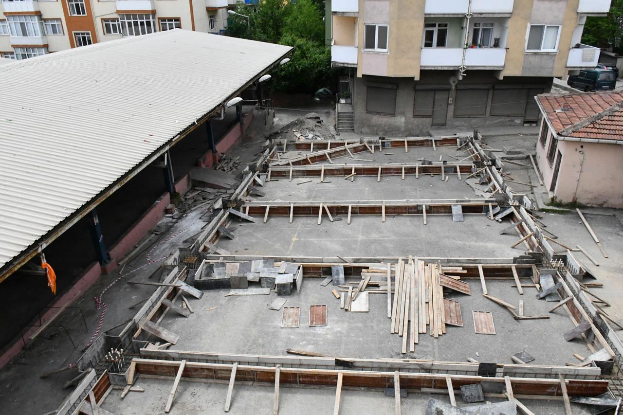Karabük Belediyesi Yeşil Mahalle Kapalı Pazar Yerinde Çalışmalarını Sürdürüyor