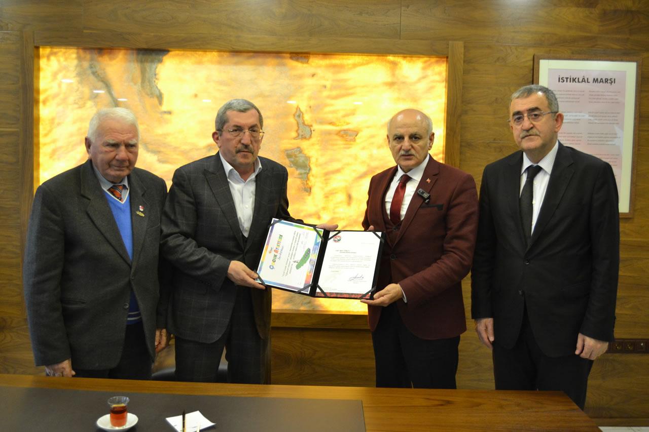 """""""IAAF Çocuk Atletizmi"""" Koordinatörü Ayaz´dan Başkan Vergili'ye Ziyaret"""