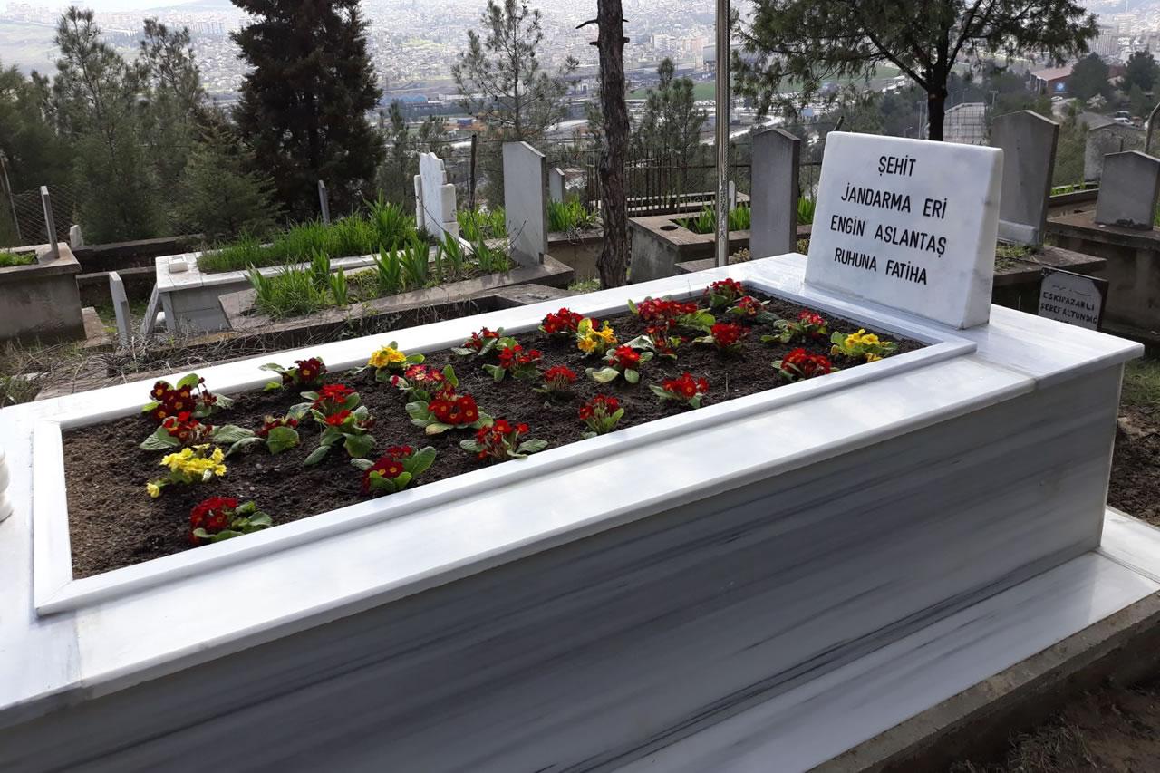 Şehit Mezarlıklarımız Çiçeklendirildi