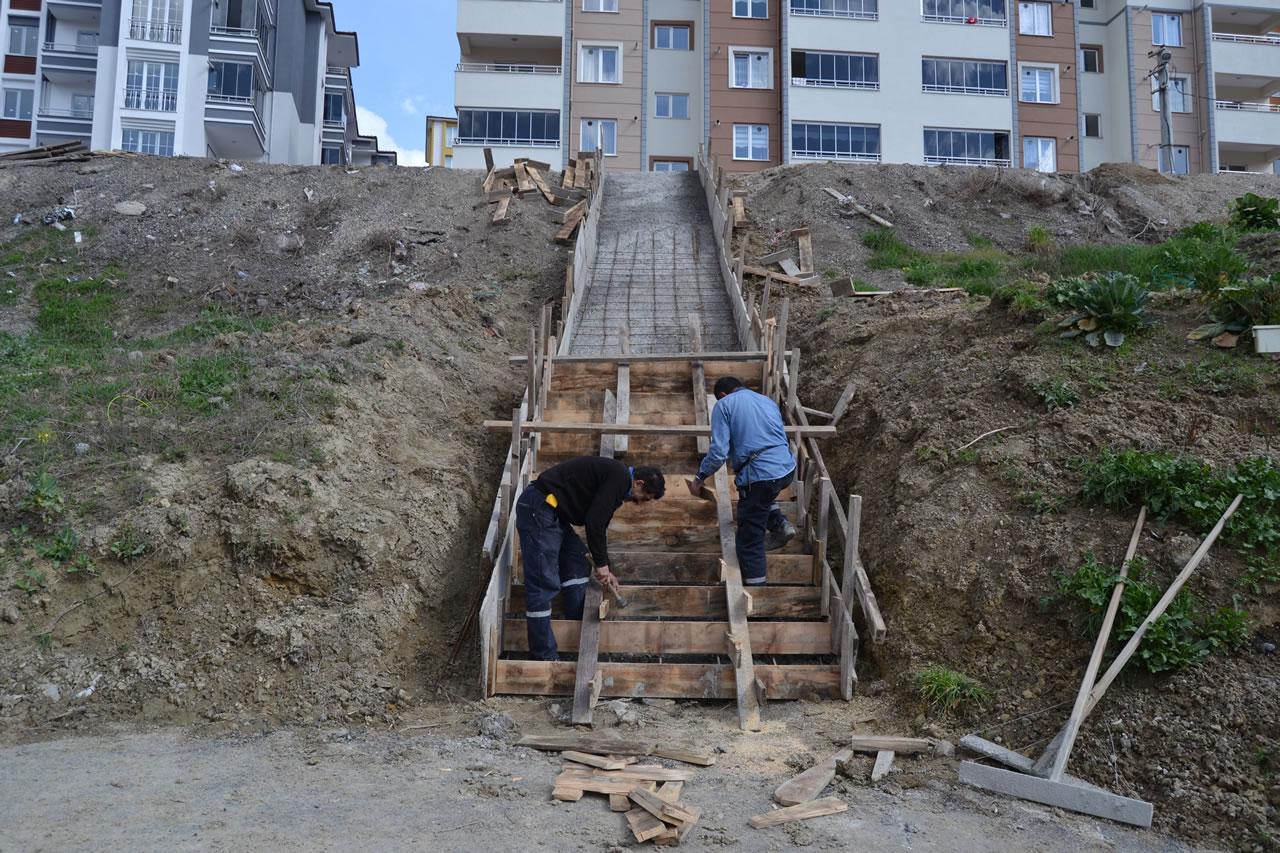 İstinat Duvarı ve Merdiven Çalışmaları Devam Ediyor