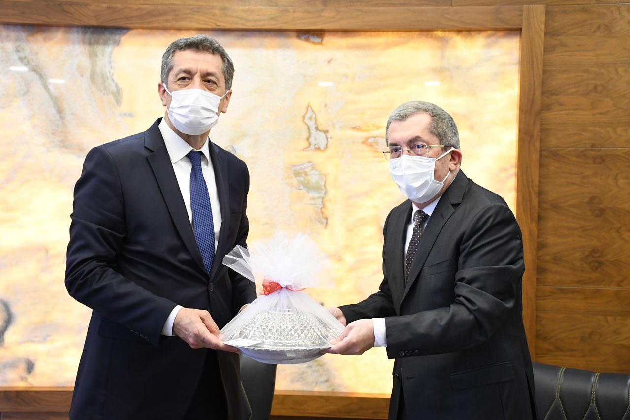 Milli Eğitim Bakanı Ziya Selçuk'tan Karabük Belediyesi'ne Ziyaret