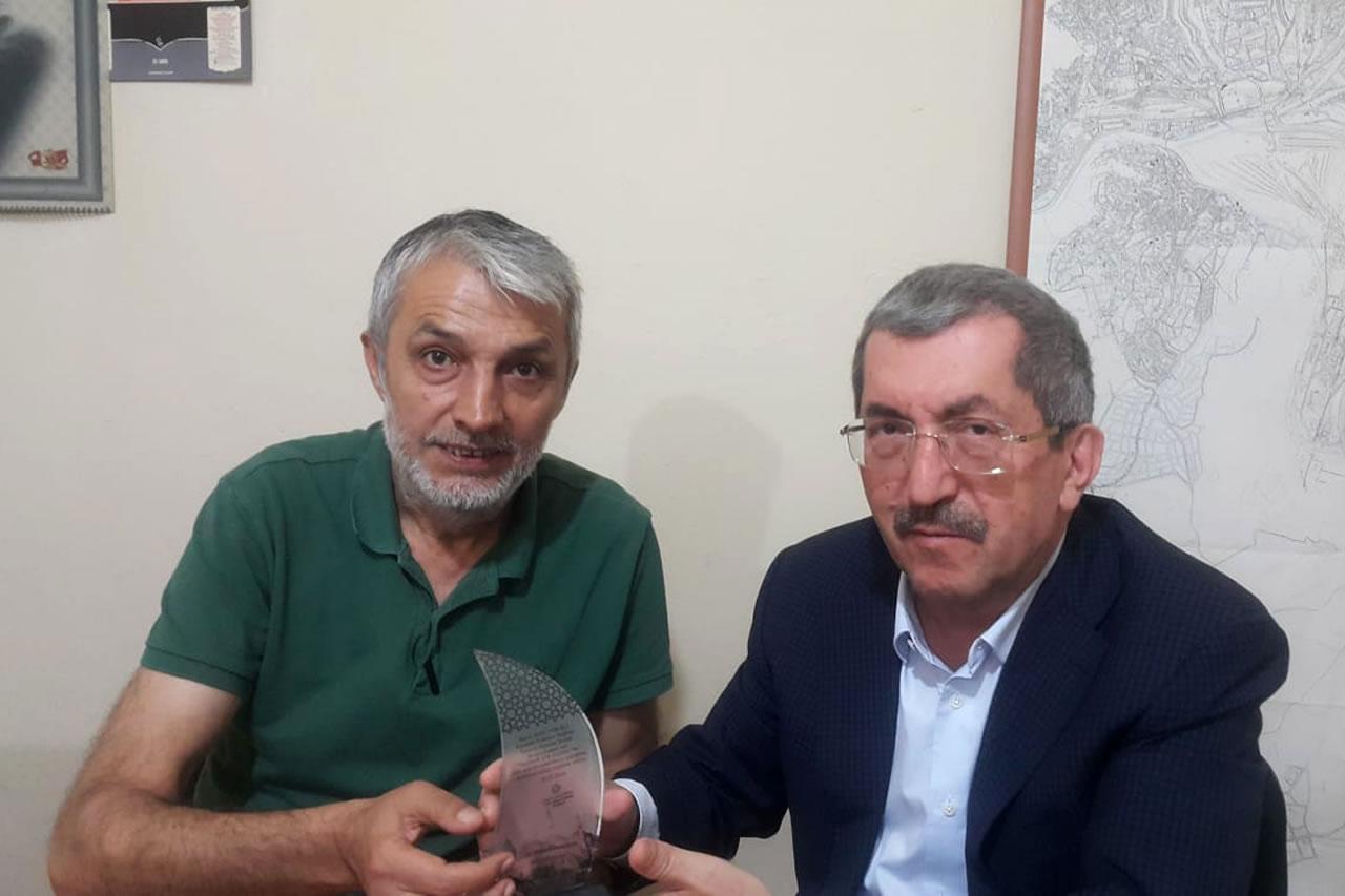 Türkiye Yazarlar Birliği Konya Şubesinden Başkan Vergili´ye Plaket