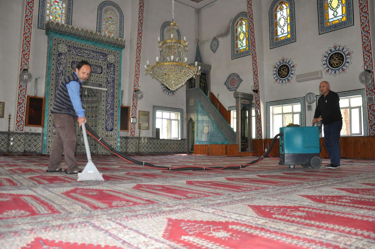 Karabük Belediyesi, Kent Merkezindeki Camileri Ramazan Ayı'na Hazırlıyor