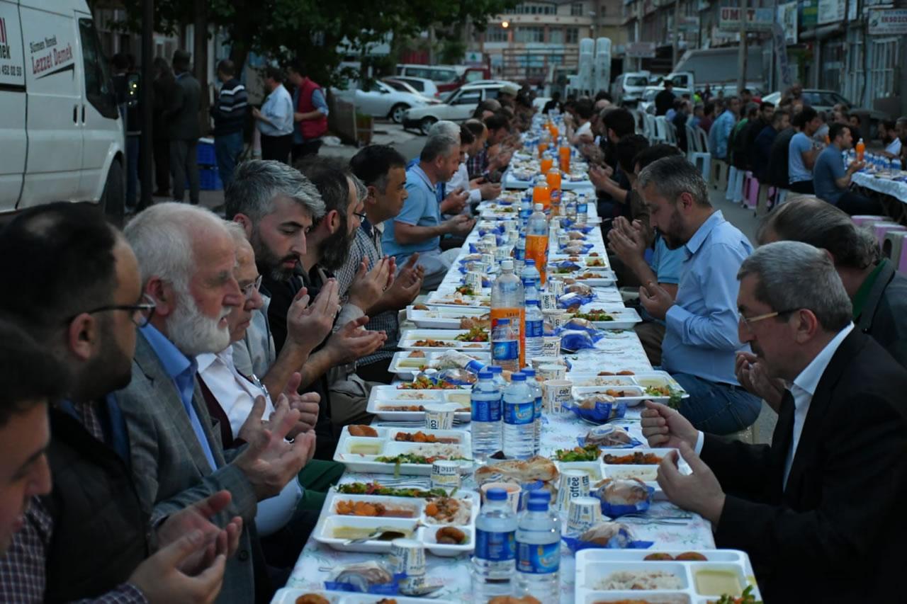 Başkan Vergili Bağ-Essan Sanayi Sitesinde Düzenlenen İftar Yemeğine Katıldı