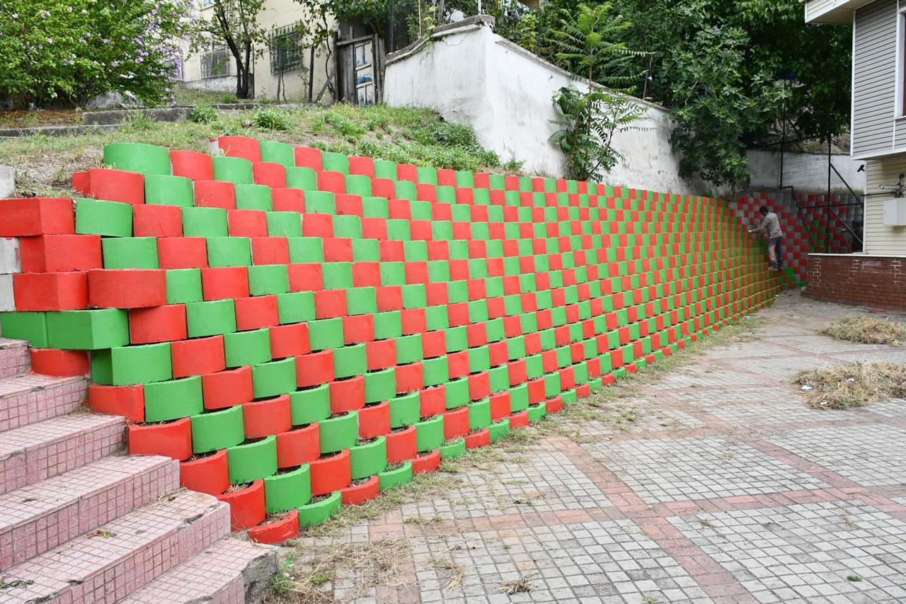 İstinat Duvarları Boyanarak Estetik Bir Görünüm Kazandırılıyor