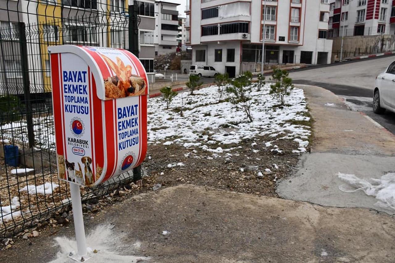 Karabük Belediyesi'nden Sokak Hayvanları İçin Bayat Ekmek Toplama Kutusu