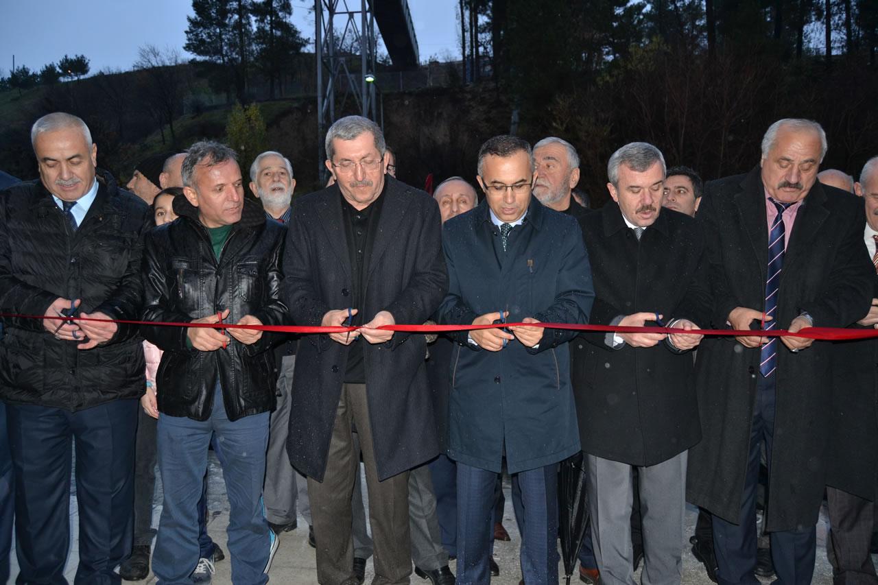 Kartaltepe ve Yenişehir Mahallesini Birleştiren Yaya Köprüsü Büyük Bir Coşkuyla Hizmete Girdi