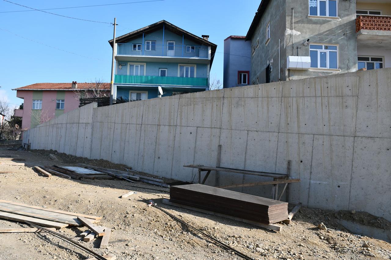 10 Yılda 14 Km İstinat Duvarı