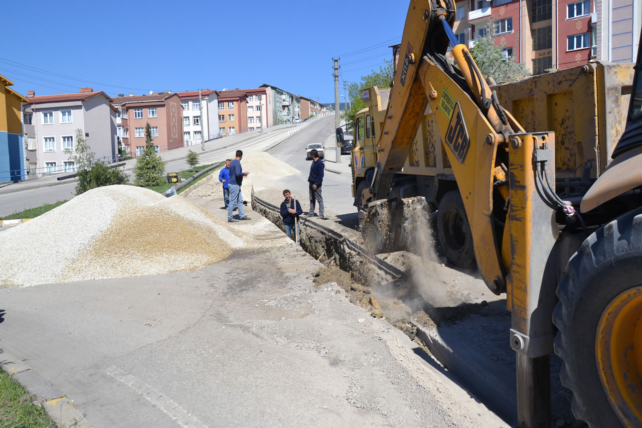 Karabük Belediyesi Su İsale Hatlarını Yenilemeye Devam Ediyor