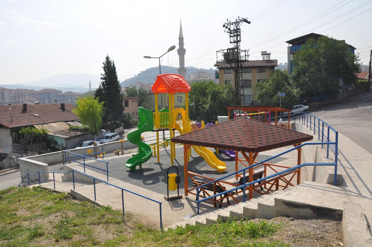 Karabük Belediyesi Mahallelerde Park Yapımına Devam Ediyor