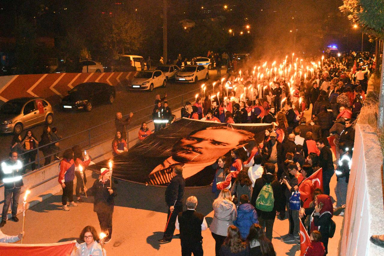 29 Ekim Cumhuriyet Bayramı Nedeni ile Fener Alayı Düzenlendi