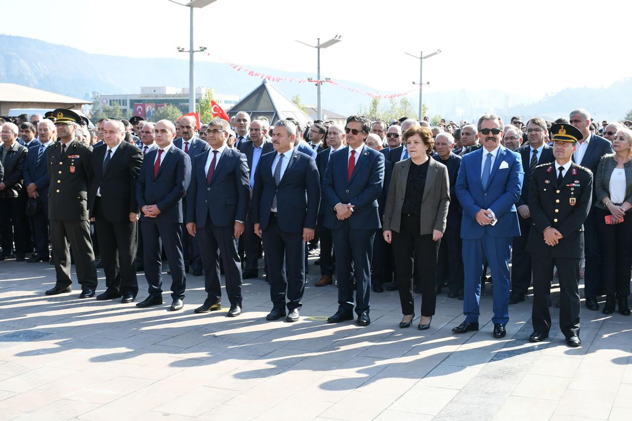 29 Ekim Cumhuriyet Bayramı Kutlamaları Kortej Yürüyüşü ve Çelenk Sunma Töreni ile Başladı