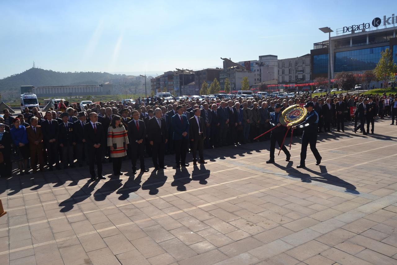 29 Ekim Cumhuriyet Bayramı Kutlamaları Çelenk Sunma Töreni ile Başladı