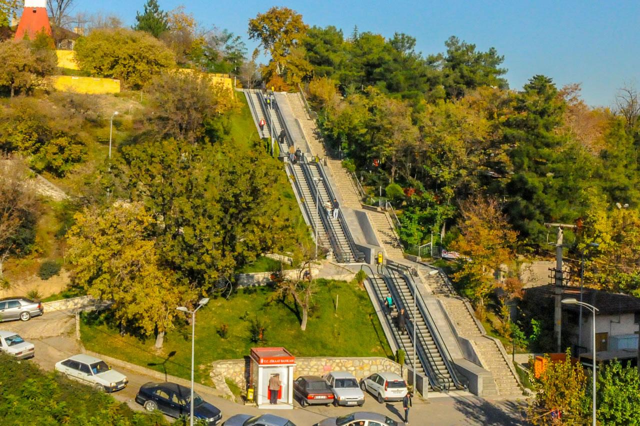 Yürüyen Merdivenler (Yenişehir Mahallesi) (03 Nisan 2013'te Hizmete Açıldı)