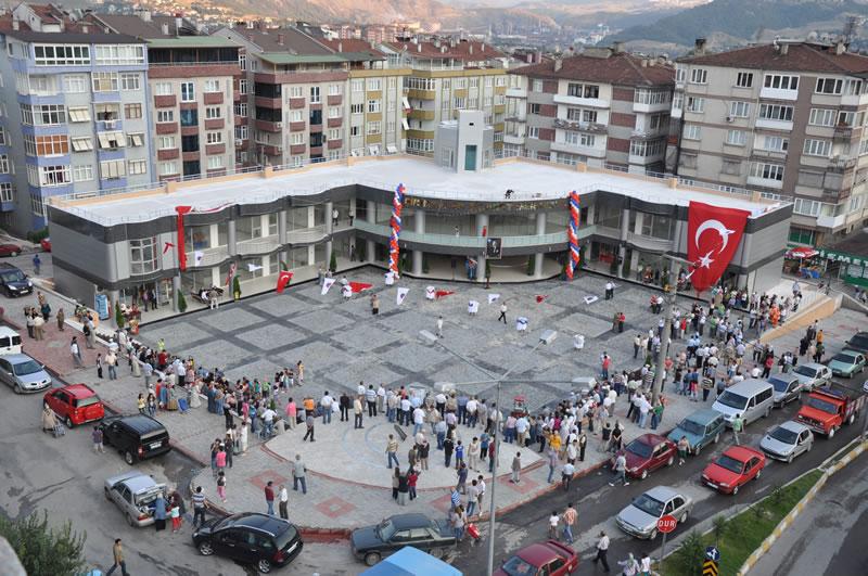 Şirinevler Ticaret Merkezi ve Meydan Düzenlemesi (20 Temmuz 2010'da Hizmete Açıldı)