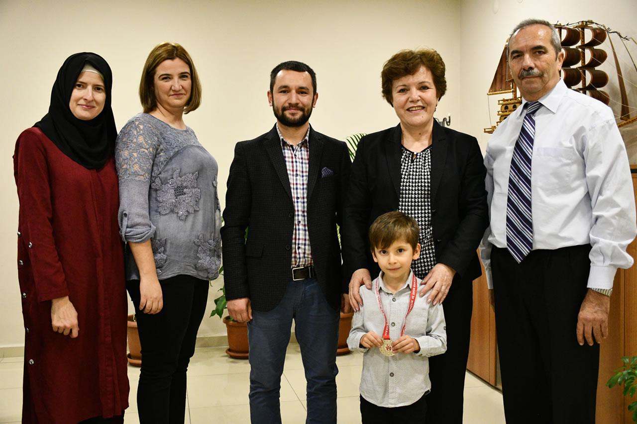 Küçükler 7 Yaş Satranç İl İkincisi Kayabaşı'ndan Başkan Yardımcısı Berker'e Ziyaret