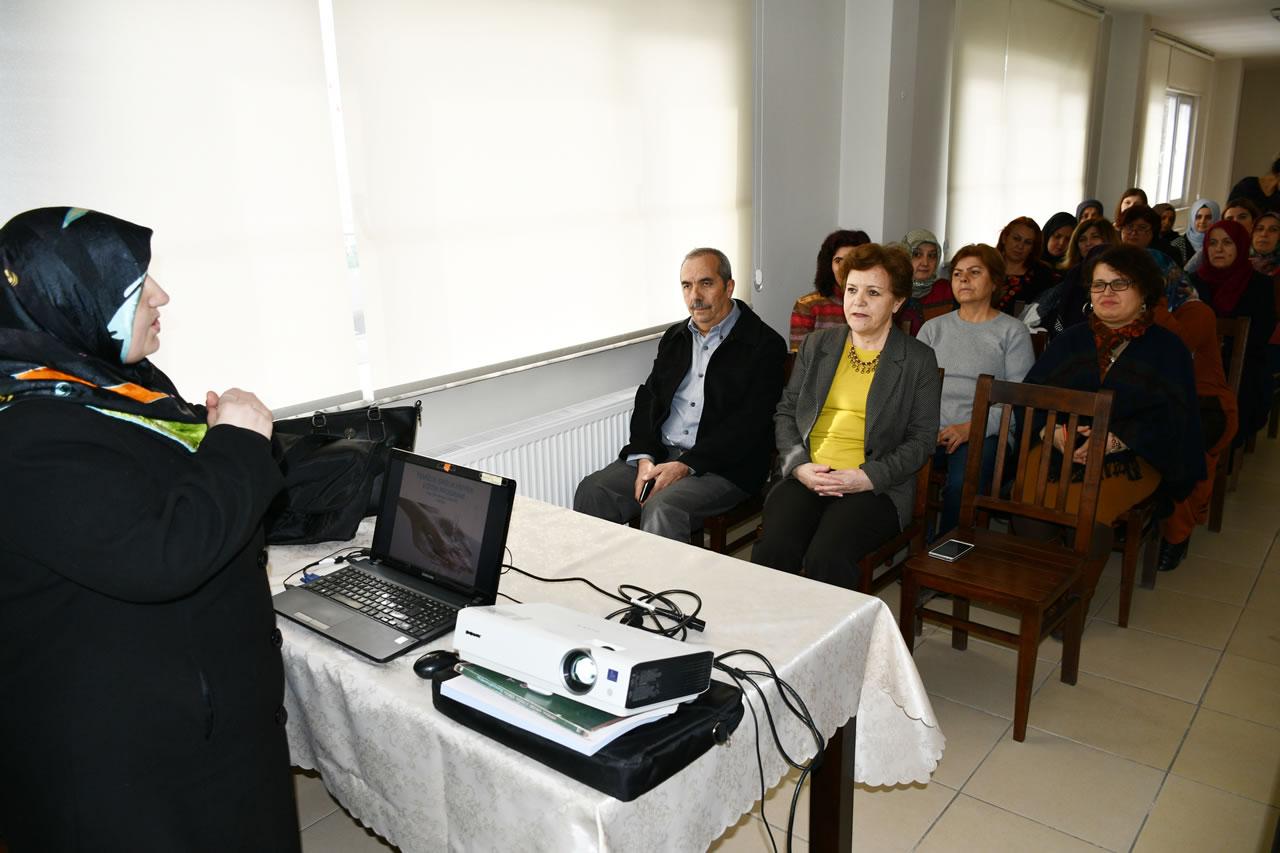 Karabük Belediyesinden Kadınlara Eğitim Semineri