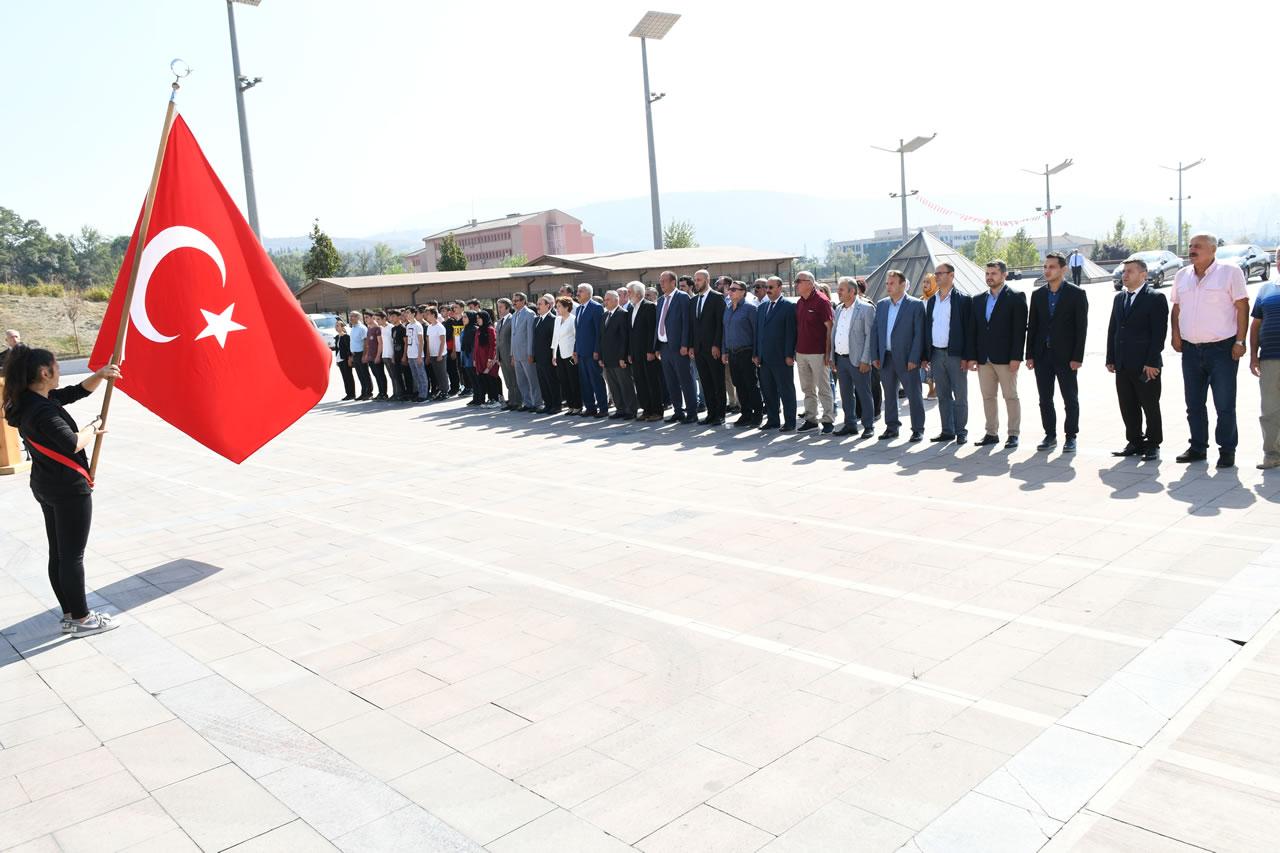Ahilik Haftası Kutlamaları Atatürk Anıtı'na Çelenk Sunumu ile Başladı