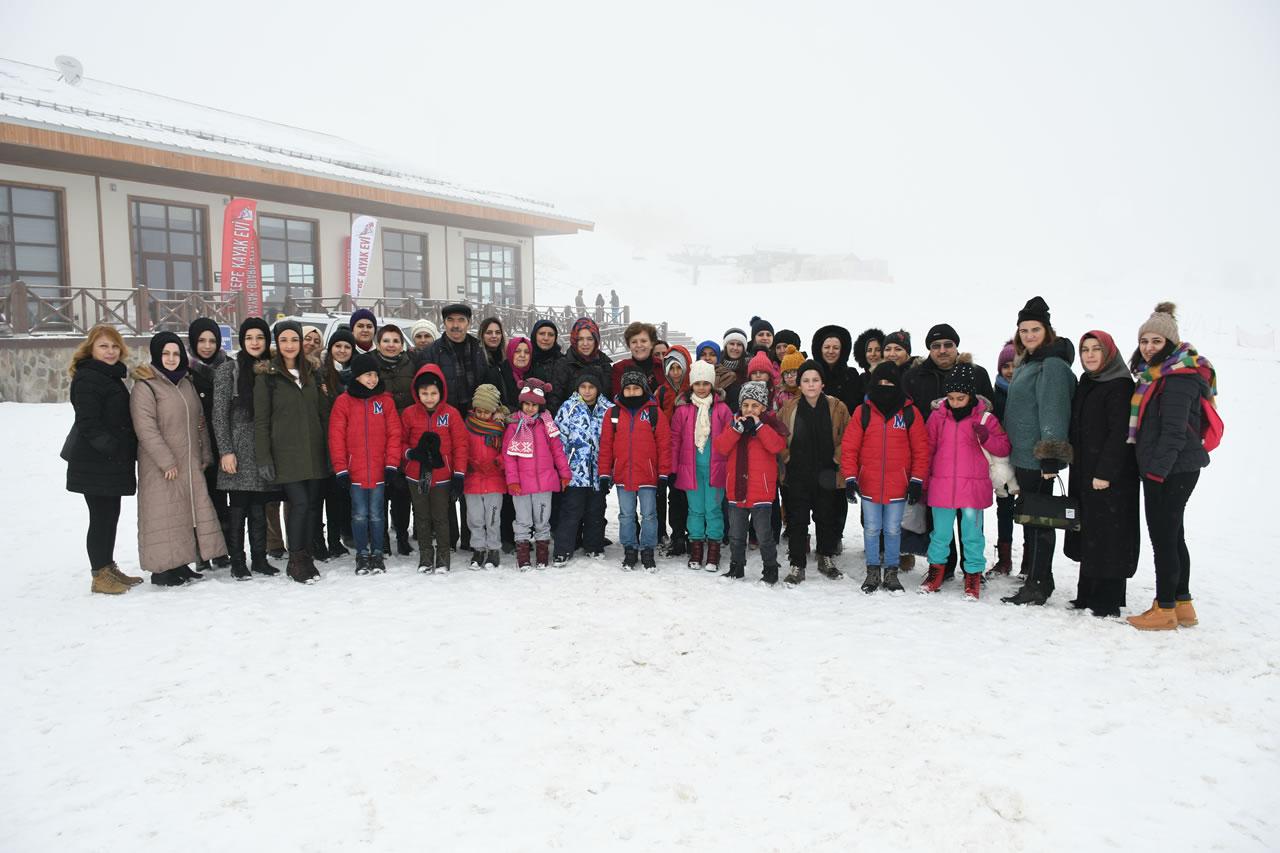 Berker ve Bayan Vergili'den Sevgi Evleri'ndeki Miniklere Keltepe Gezisi
